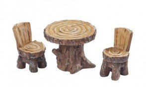 Sitzgruppe 1 Tisch u. 2 Stühle, ca. 3 x 4 cm